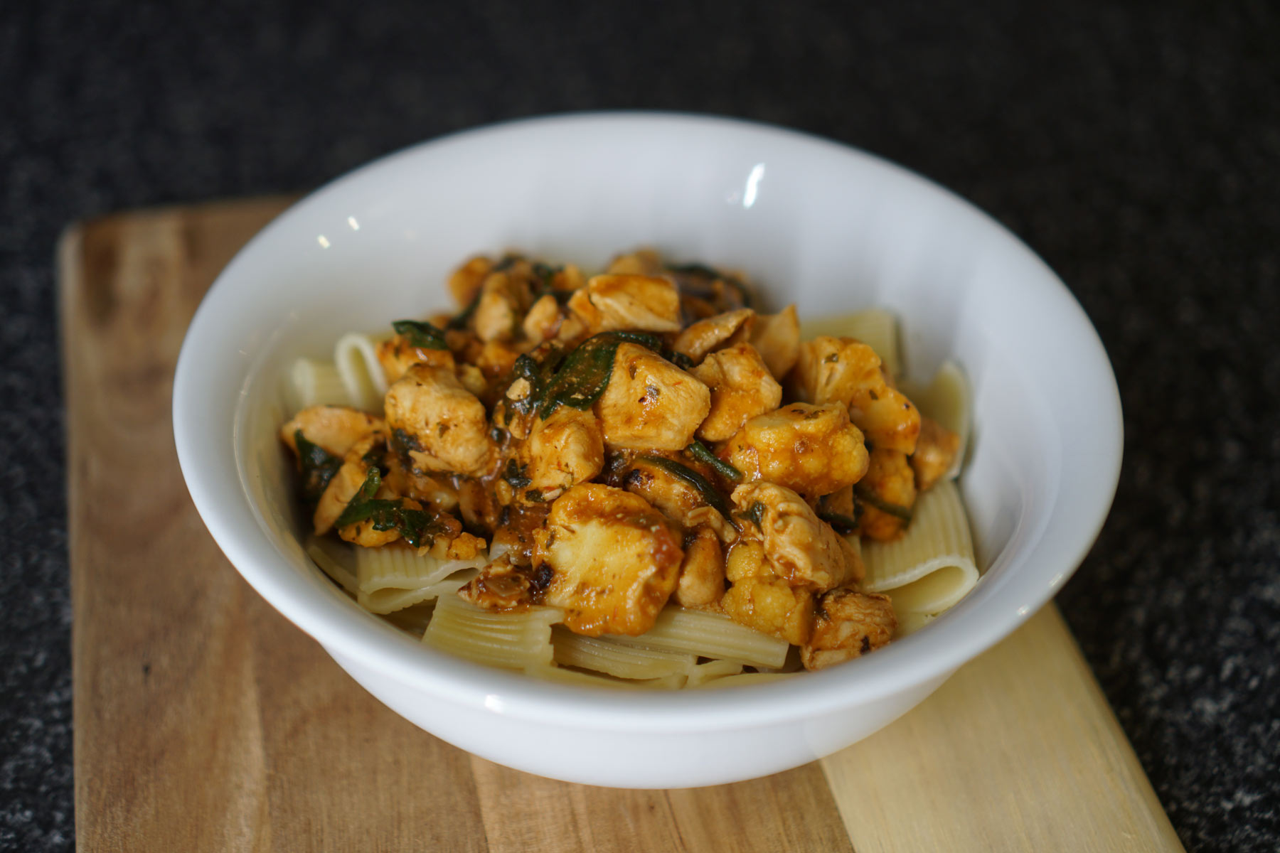 Diced Chicken Breast, Mushroom, Spinach & Cauliflower Rigatoni Pasta Bake